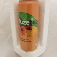 FUZE TEA Virsikumaitseline hibiski ja musta tee ekstraktiga karboniseerimata teejook 330ml